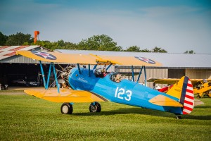 1940s Stearman at the Flying Circus Balloon Festival / photo by Renel Holton / www.renelholton.com / IMG_2185